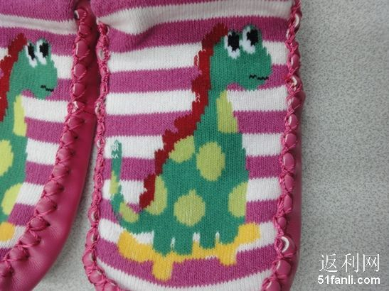 防滑鞋底~-同事女儿的小小袜子们,好鲜艳啊